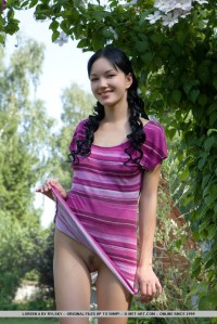 naked_brunette_teenager