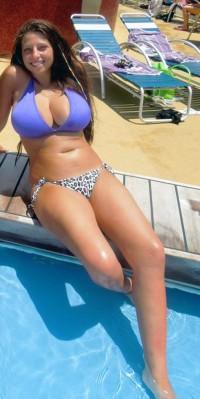 Bikini babe with big tits