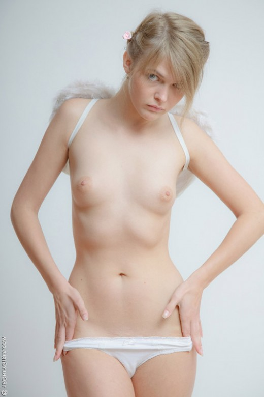 Fair-skinned naked blonde angel – DaChicky