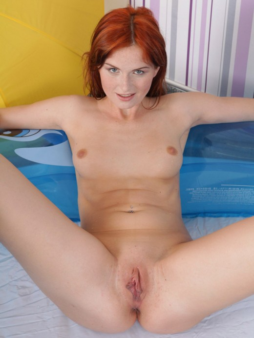 Sensual redhead chick shows her snatch – DaChicky
