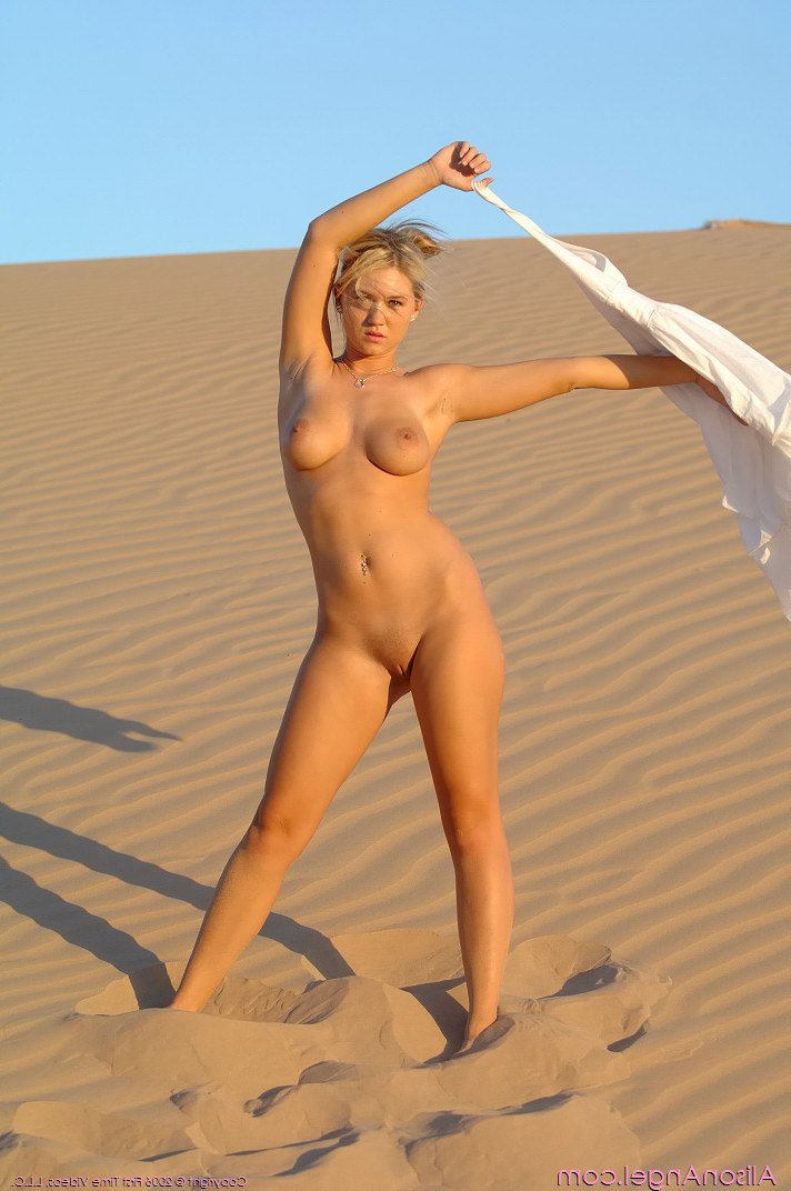 Slender nude beauty on the sand – DaChicky