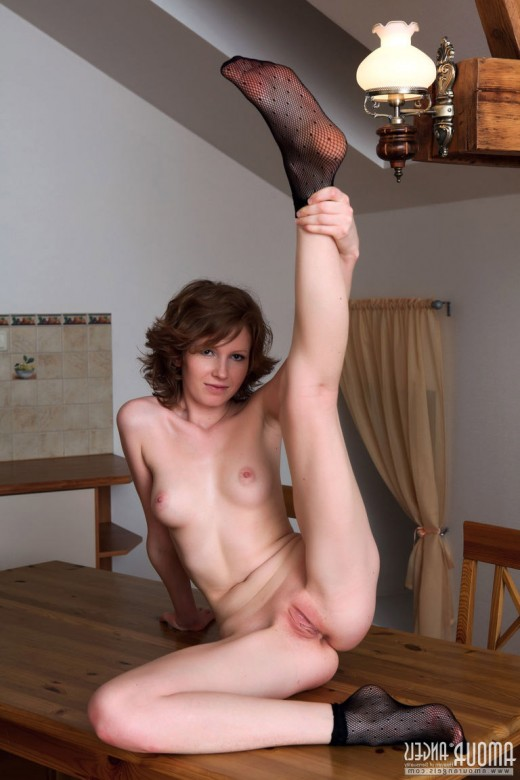 Teen girl Peppi undress and shows a pussy – DaChicky