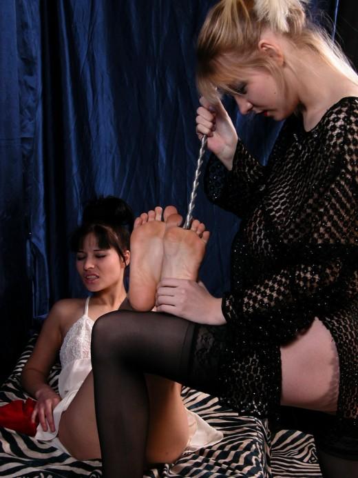 Dirty lesbians feet fetish