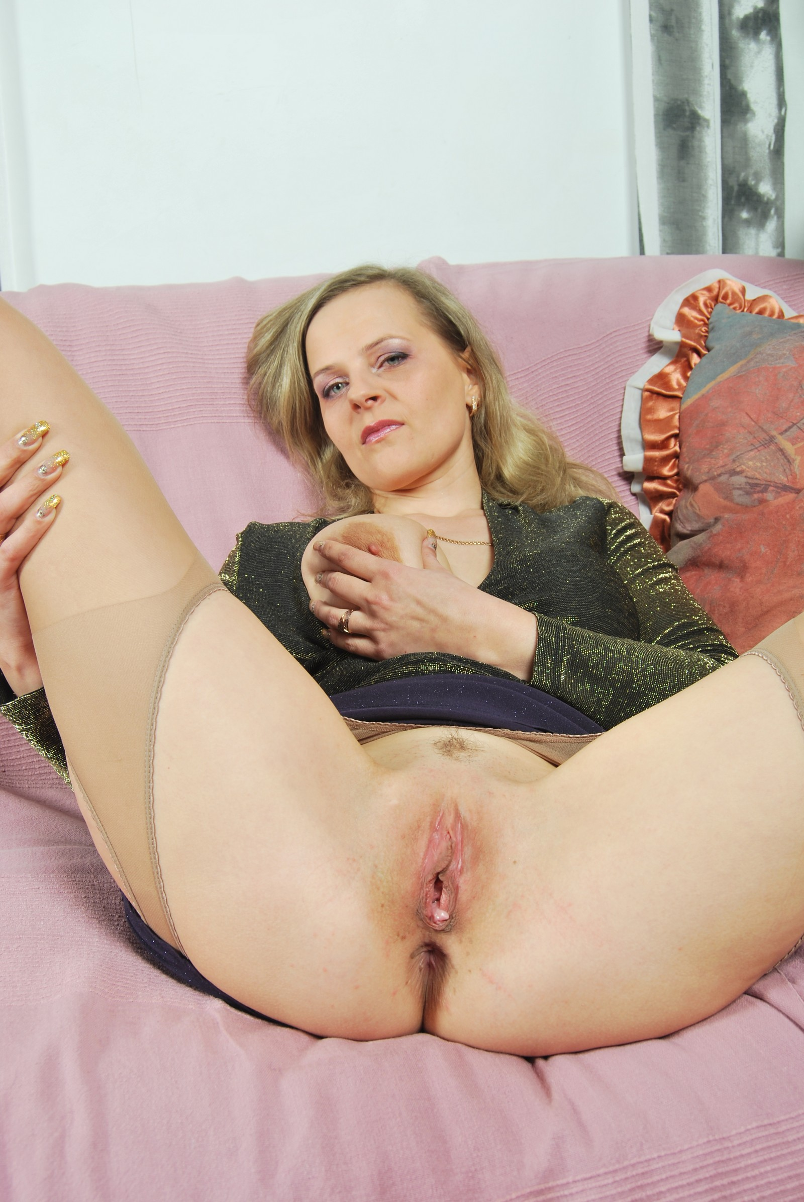 Nasty chick demonstrates her pussy before blowjob