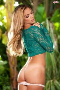 Tanned Ryan Ryans takes off her clothes – DaChicky