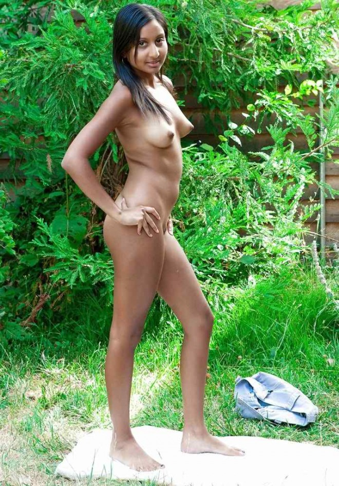 Punjabi very cute girl full nude in outdoor showing her boobs sexy pussy | New Image XxX