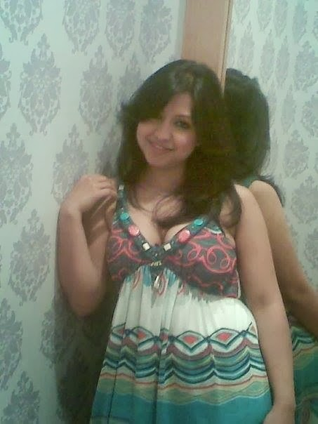 Hot romantic adult girl collection indian facebook sexy pics | New Image XxX