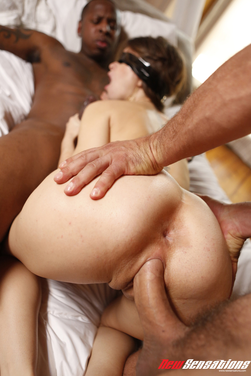 Blindfolded Riley Reid hardcore interracial threesome