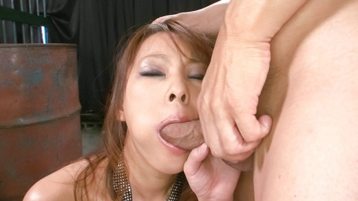Asuka babe takes tool in mouth