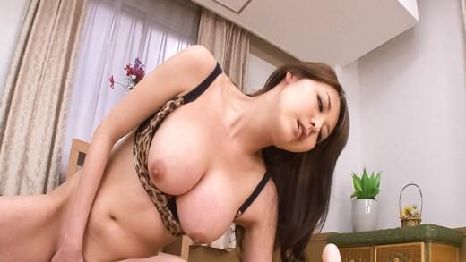 Akari Asagiri busty gets orgasm