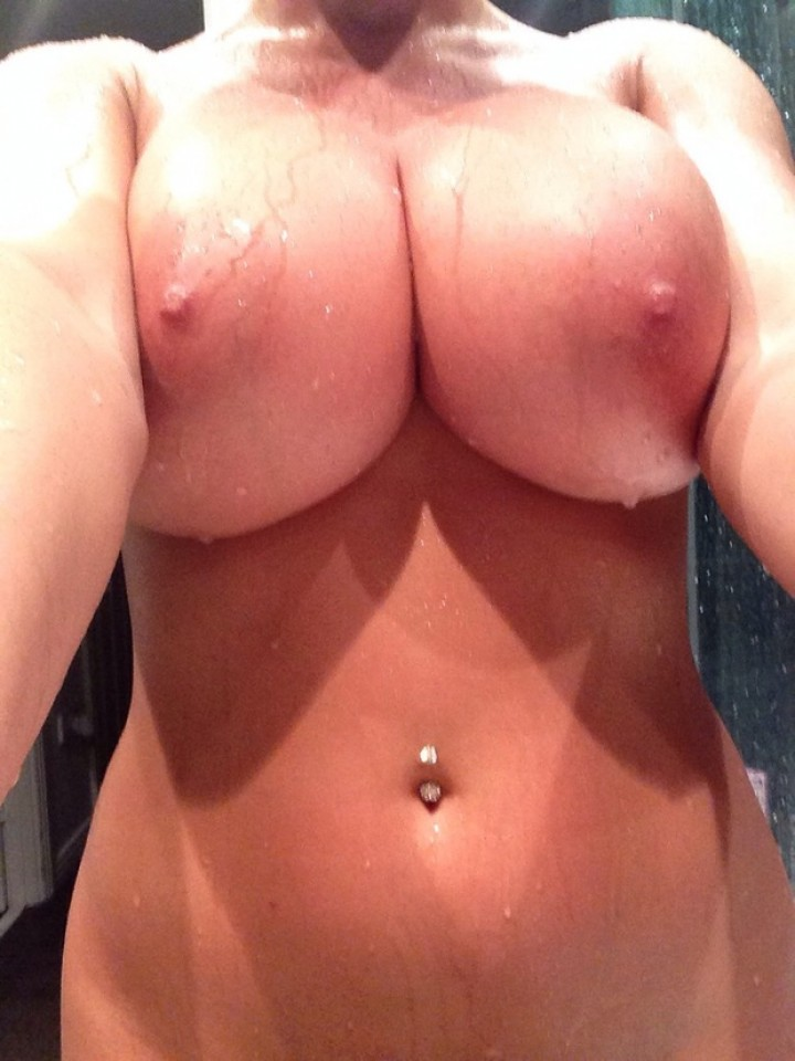 massive boobs shower selfie