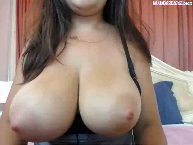 Zyana surprise chatroom with her amazing tits – Sheoncam.com