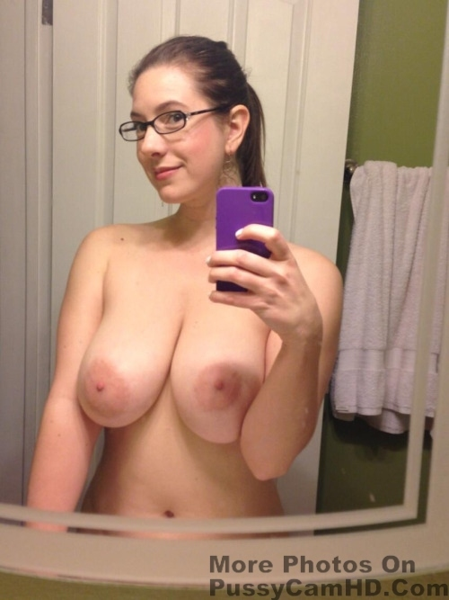 sexy naked girl selfies – more photos of her on pussycamhd.com
