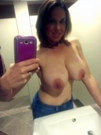Glamorous Milf babe shots nude selfie