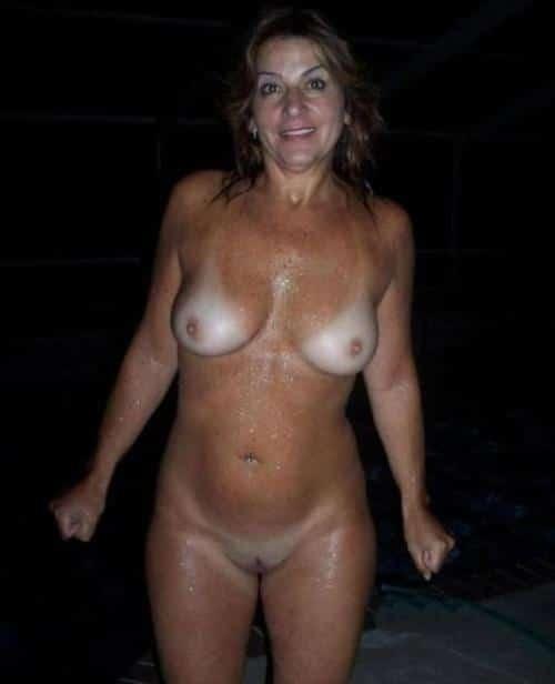 Mature lady still has a sexy body