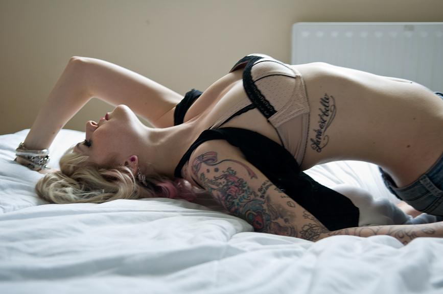 pretty_tattooed_blonde_girl