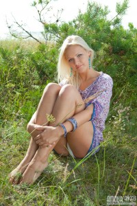 sexy_blonde_teen_in_nature