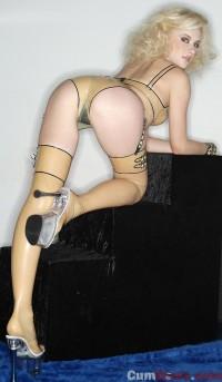 Blonde latex queen   CumDown.com