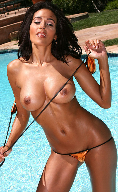 Amateur nudist mariana strips and poses outdoors 8