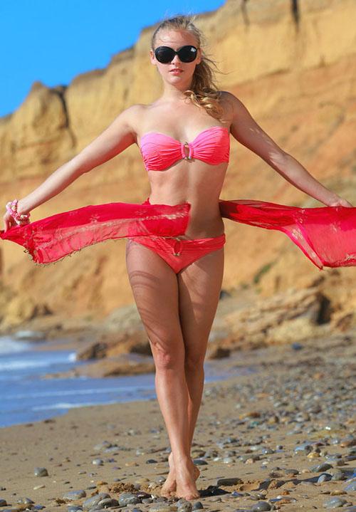 Pretty red bikini girl on the beach | Hot and minx babes