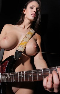 So hot guitarist with her big tits | Hot and minx babes