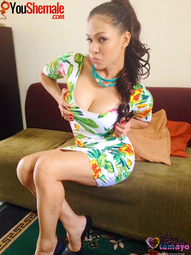 Vitress Tamayo's cleavage and legs!