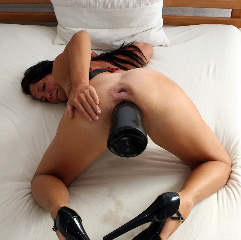 huge-dildo-insertions