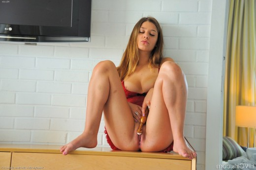 Delicious girl early in the morning – DaChicky