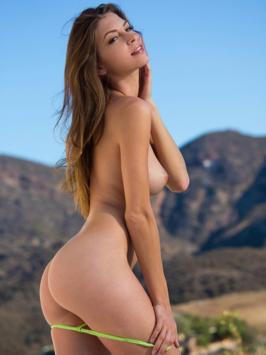 Flawless young beauty Amber Sym – DaChicky