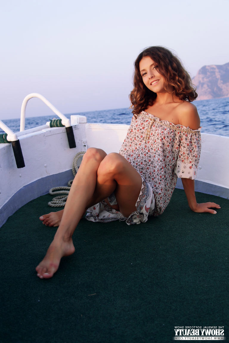 Pretty babe Tina on the pleasure boat – DaChicky