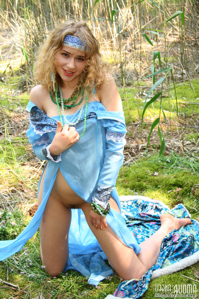 Slav teen shows pussy in the forest – DaChicky