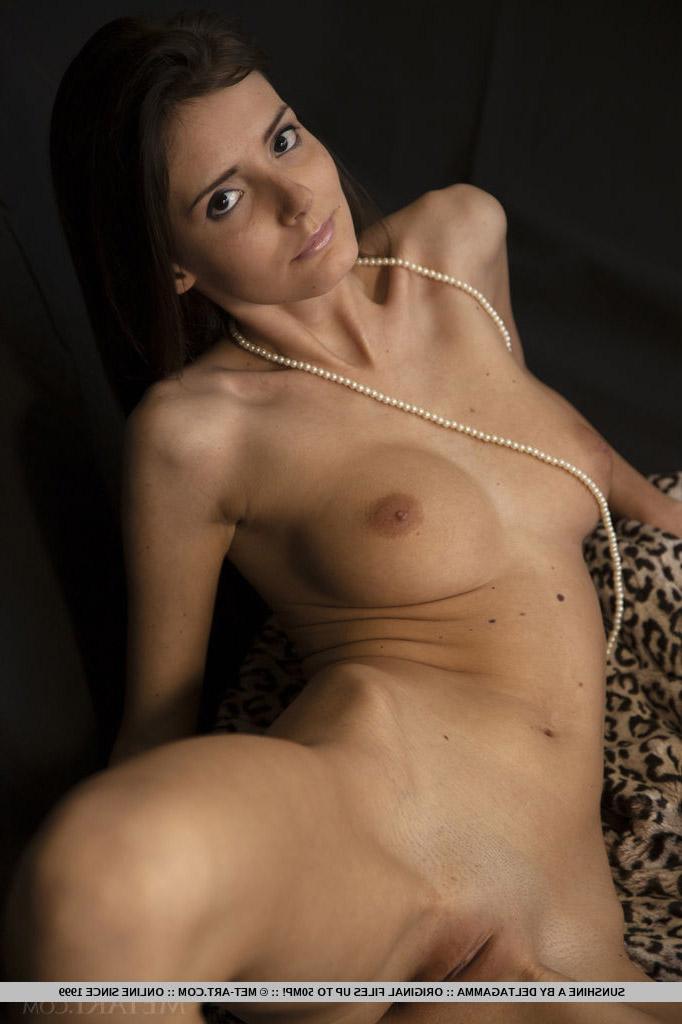 Super slender long haired milf Sunshine A poses naked – DaChicky