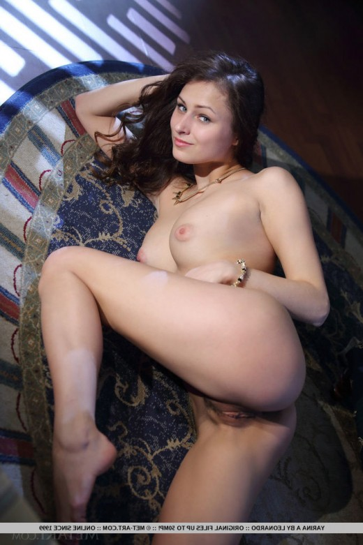 Young model Yarina A with natural tits – DaChicky