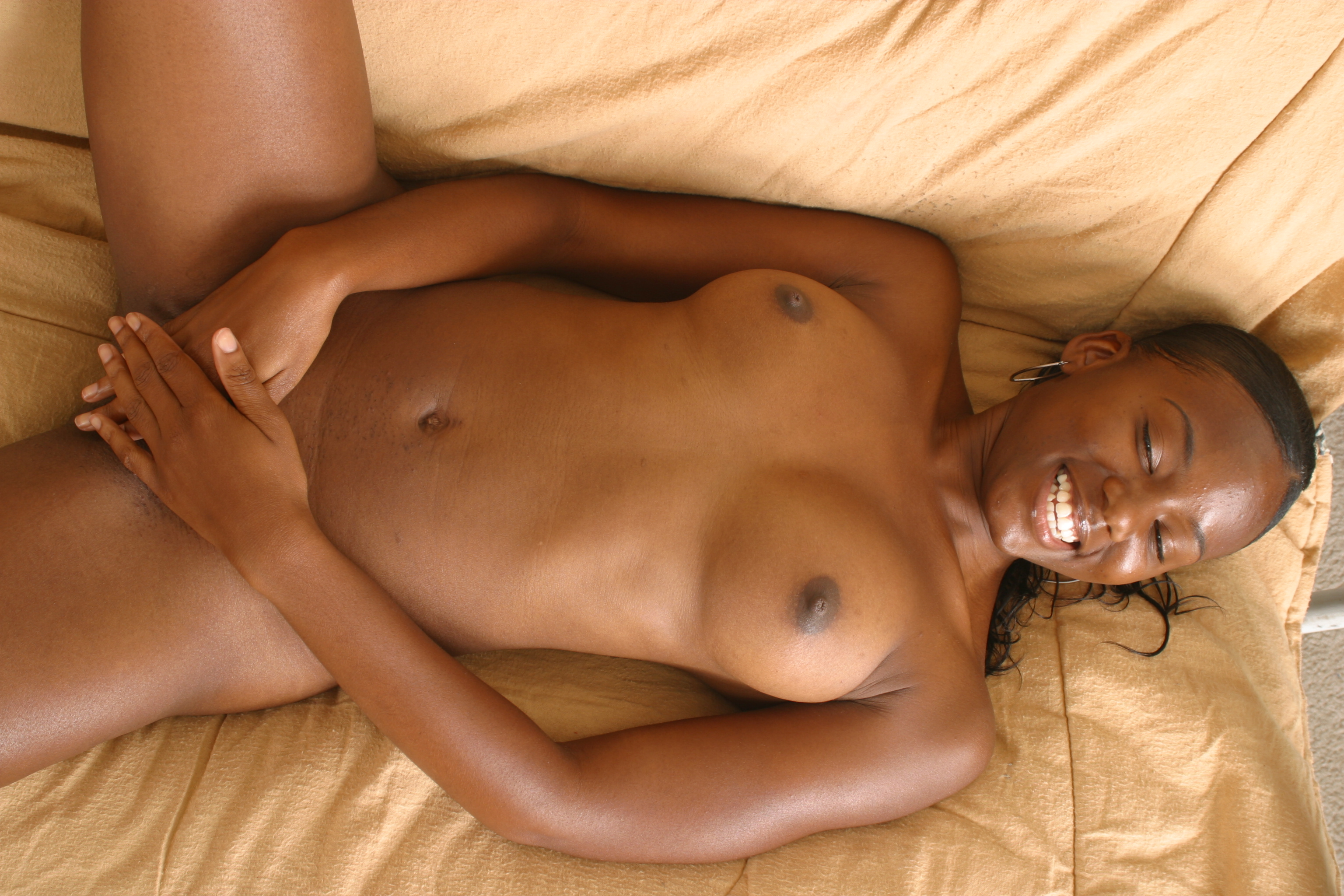 Hot ebony babe Candy Caprice makes blowjob
