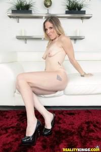 Hot milf Samantha Sheridan poses naked