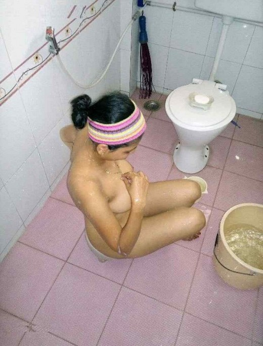 India desi Telangana sexy Bhabhi nude doing romance in the bathroom hindi hot Short movie pics | New Image XxX