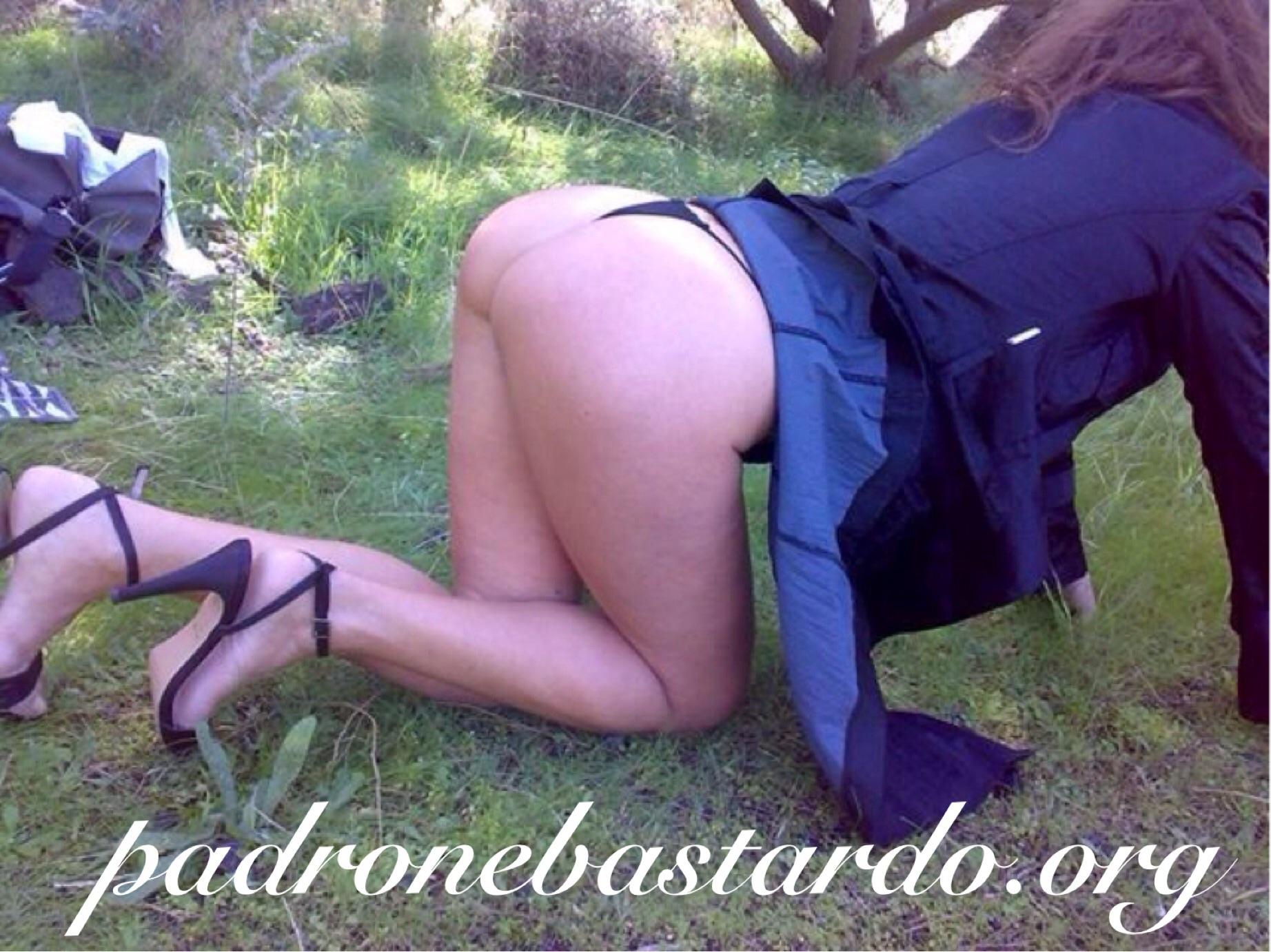 Milf Slave ready to punishment in pubblic garden