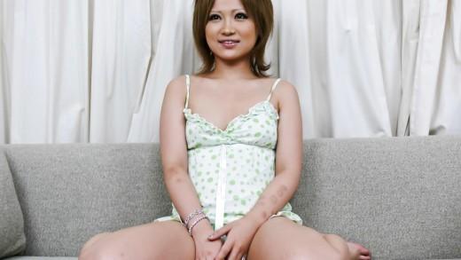 Asian hottie toy-fucking
