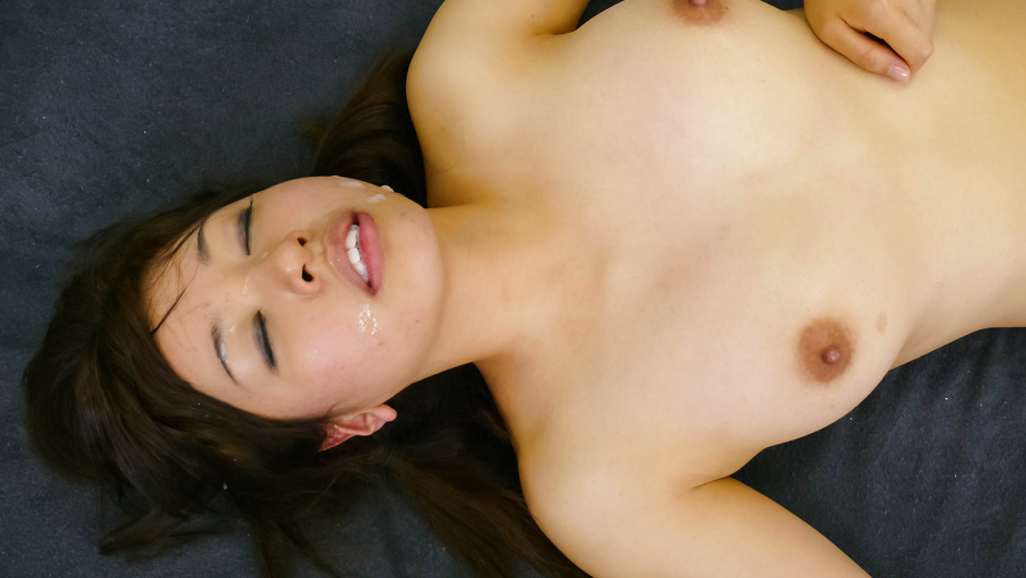 Japanese blow job earns her a deep drilling