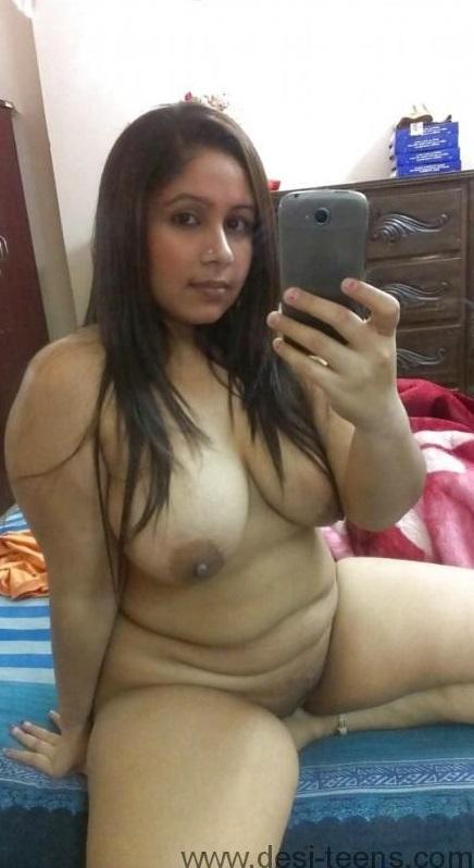 Indian Desi Hot Mature Wife Taking Her Big Boobs Naked Selfie