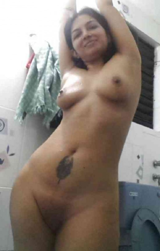 Small dudh wali kamuk desi girlfriend full nanig posing xxx photo | Desi XxX Blog