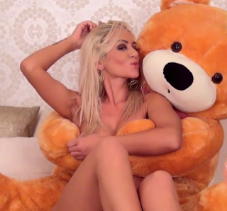 The girls of Leon Girls: On the bed…..with a bear?