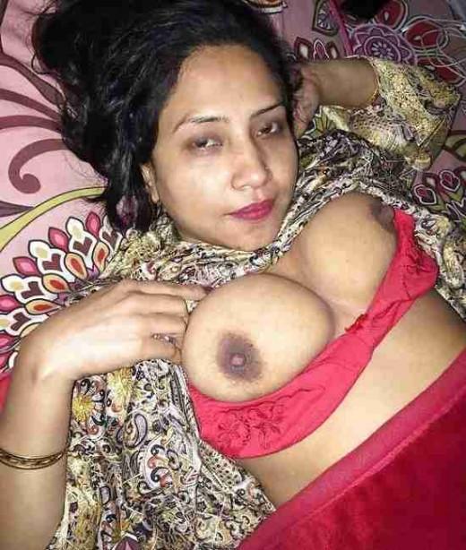 Hot Indian sexy kamuk housewife boobs flashing bra removing khola dudhar chobi | Desi XxX Blog