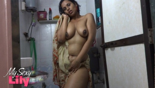 Mature Indian Pornstar Lily In Saree Showing Horny Striping