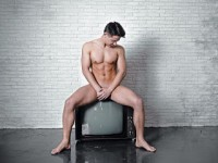 The boys of Leon Boys: Does the TV need cleaning?