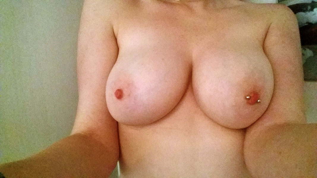 Play with real big tits babes at FapBoobs.com Live Cam Chat NOW
