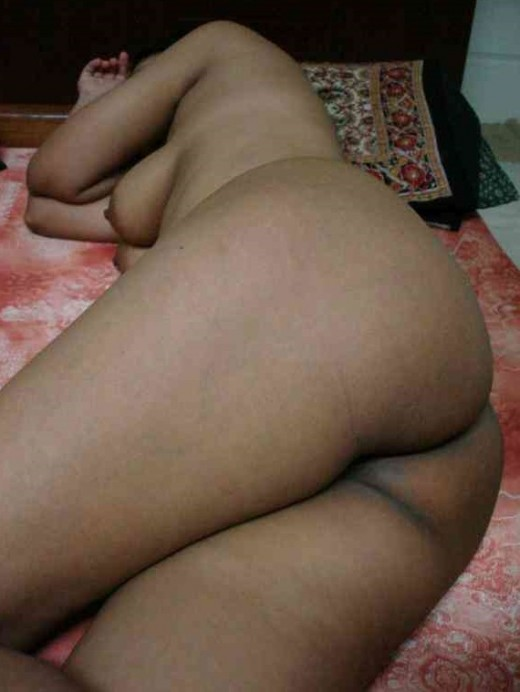 Indian Sleepy Moti Aunty ki Mast mast gaand or dood ka photos