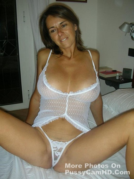 amateur nude milf photo – more photos of her on pussycamhd.com