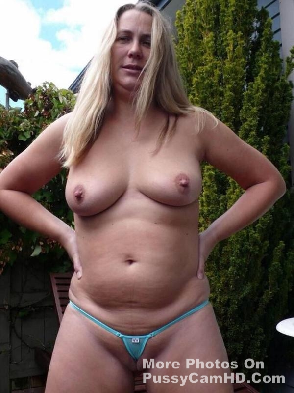 Hot Sexy aunty showing boobs – more photos of her on pussycamhd.com