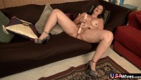USAWives Milf is masturbating